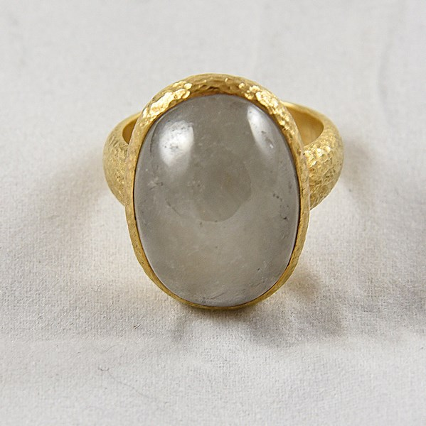 GOLD & NATURAL GREY SAPPHIRE RING