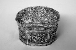 BURMA ANTIQUE SILVER SILK CLOTH LIME BOX