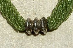 PERIDOT & SILVER MUTIROWS NECKLACE