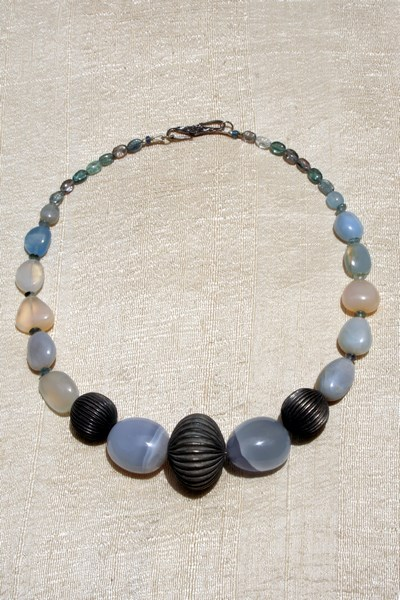 LAMPUNG ANTIQUE SILVER & CHALCEDONY NECKLACE