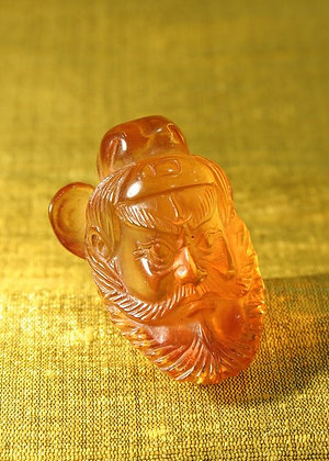CHINA ANTIQUE AMBER MANDARIN PENDANT
