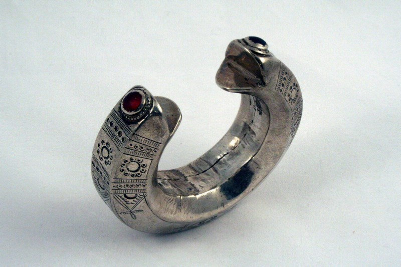 CENTRAL ASIA ANTIQUE SILVER  BRACELET
