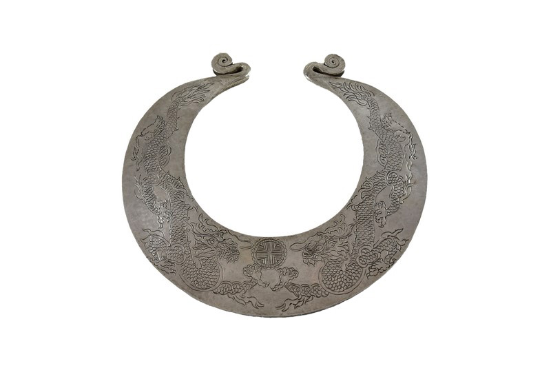 YUNNAN 2 DRAGONS ANTIQUE SILVER TORQUE