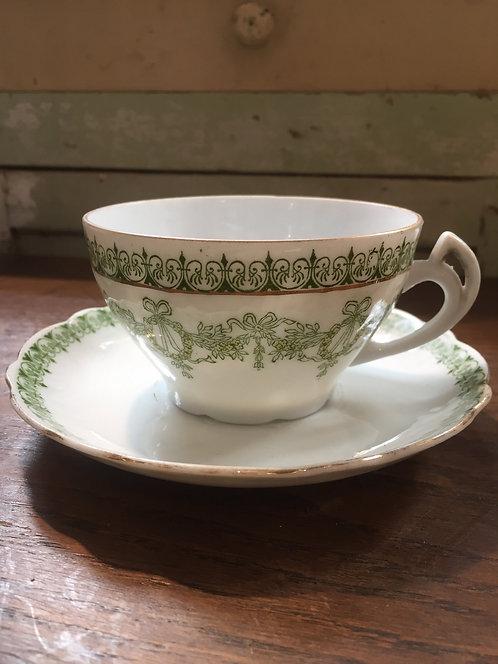 SOLD Porcelain cup/Tasse en porcelaine