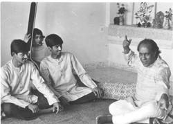 Ust Zia Fariduddin Dagar teaching Gundecha Brother (1985)