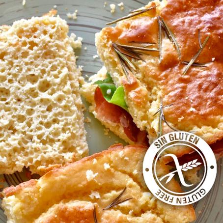 Pan estilo focaccia rellena de bondiola, queso y rúcula