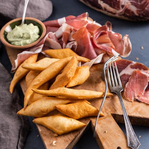 Torta Fritta med Prosciutto di Parma