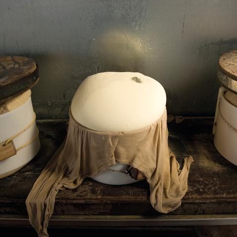 Fersk ost rett fra kobberkaret