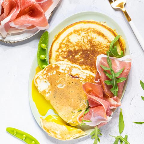 Sveler fylt med egg, spinat og Prosciutto di Parma