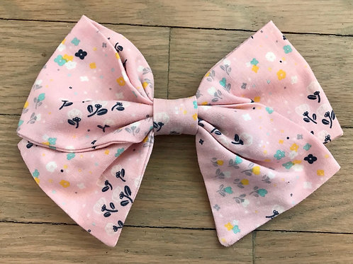 Soft Pink Scattered Flowers Bows