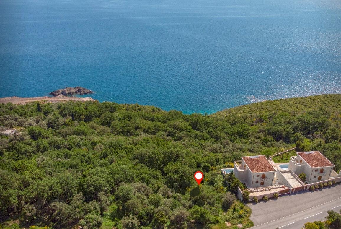 ارض مطلة على البحر غي الجبل الأسود
