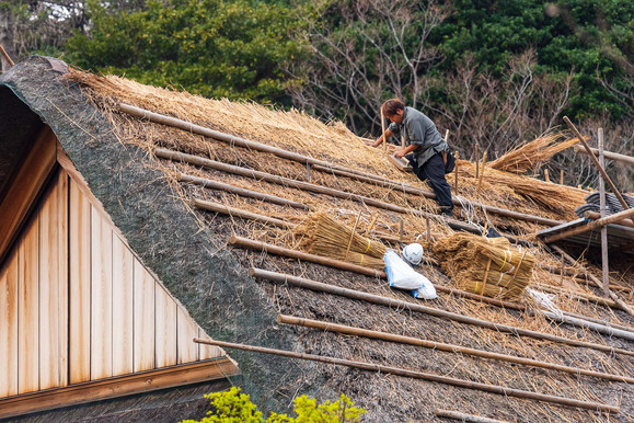 Roofer in traditional craftmanship