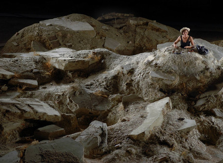 """פמיניזם, שעון החול של הנישואין והמחזה """"ימים טובים"""" מאת סמואל בקט"""