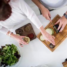 טבחים עובדים יחד