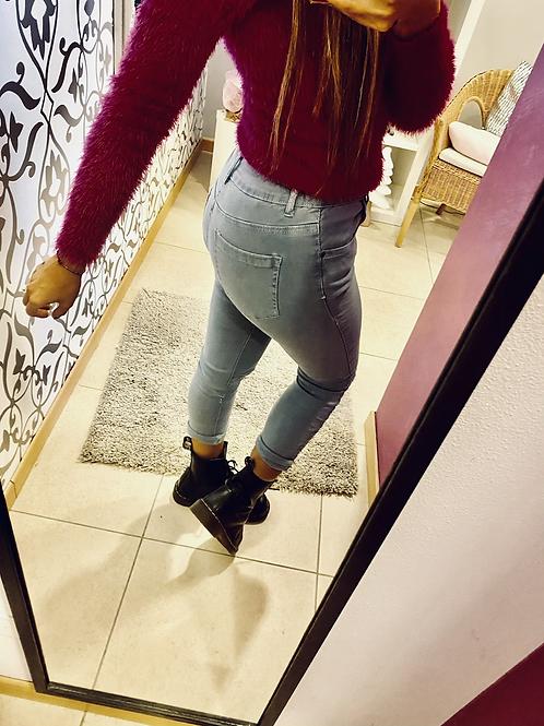Jeans strappi ginocchio