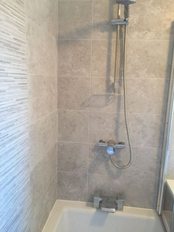 Shower with stylish tiling