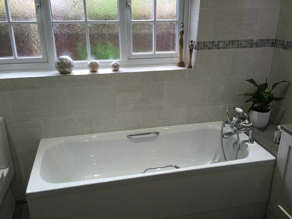 Bath with side supports