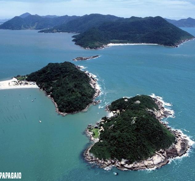 Ilha do Papagaio com Naufragados ao fundo