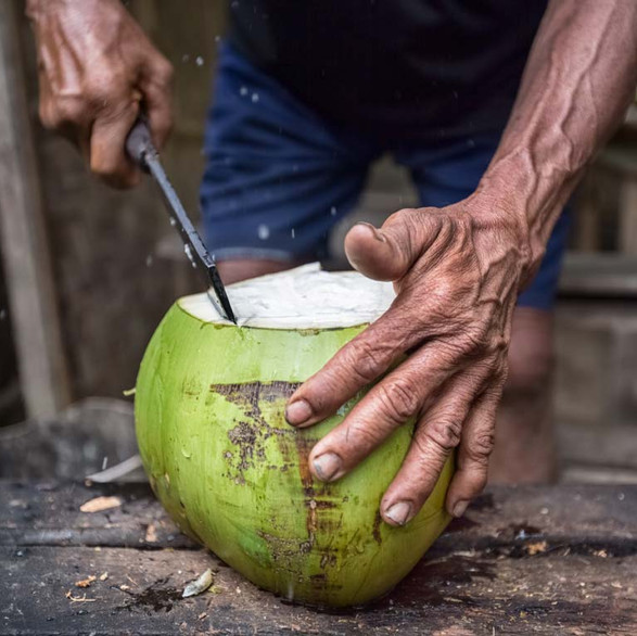 Healthy drinks : Is it true that fresh coconuts and other drinks are just a couple dollars?