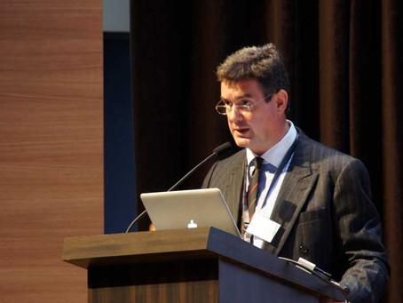 Mr Barton-Smith lecturing Endometriosis specialists in Paris & Belgium