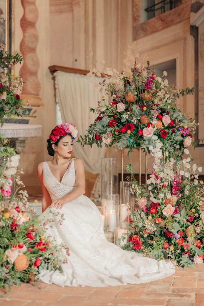 Bride dolce e gabbana style - sposa - Frida Kahlo - fiori tra i capelli - corona di fiori