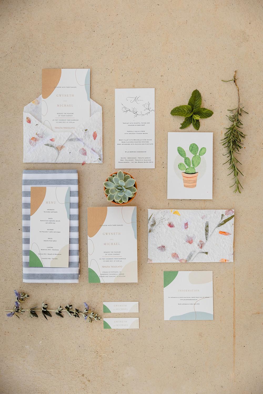 Partecipazioni matrimonio rustic chic in giardino Toscana piante grasse terracotta e rosmarino
