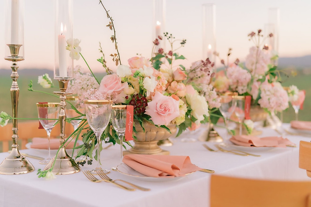 Matrimonio in Val d'orcia wedding Flower Locanda in Tuscany mise en place table decor