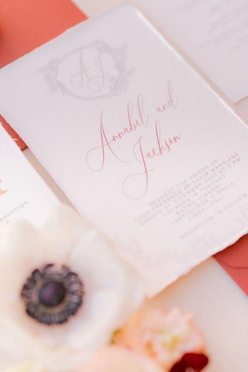 Wedding stationery busta rosso vino, ceralacca oro filo in seta monogramma partecipazione bordi strappati
