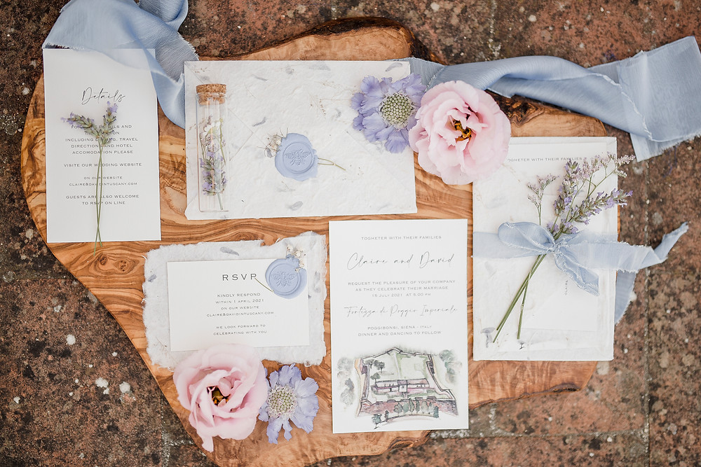 pazione matrimonio busta in carta cotone con petali, wedding stationery