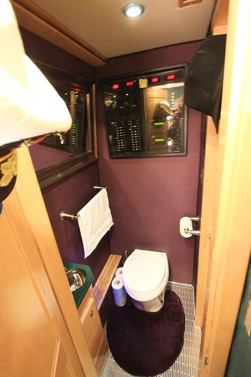 MCI ELS4500 Bathroom