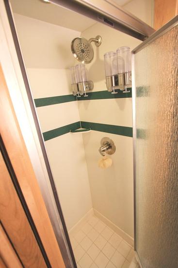 MCI ELS4500 Shower