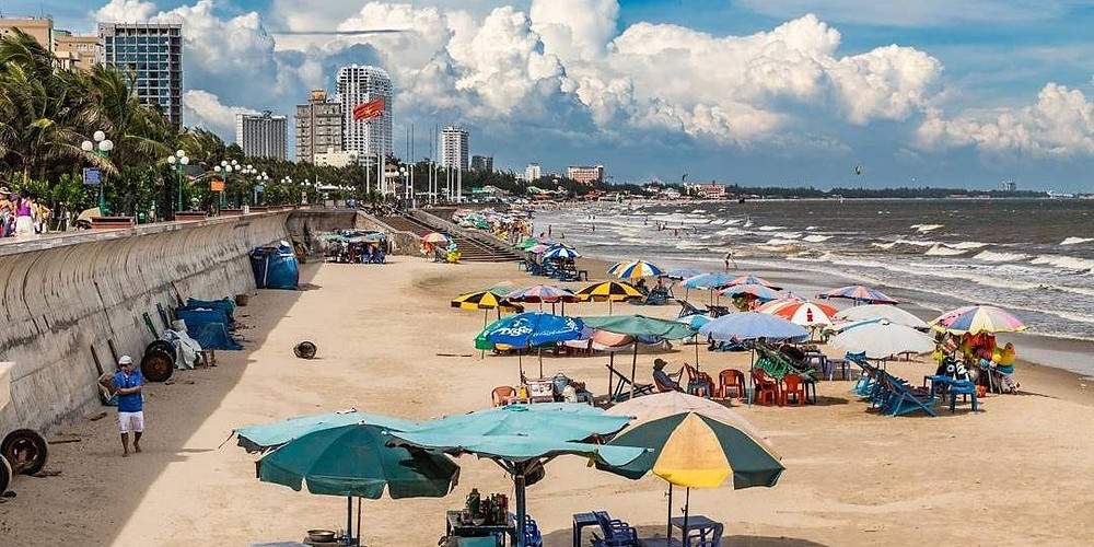Các bãi biển Vũng Tàu luôn hút khách quanh năm