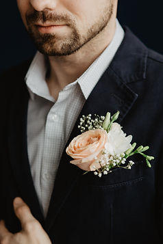kaboompics_A man in a suit with flowers