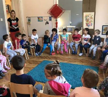 Learning Chinese Language Starts for Kids -Montessori kindergarten starts Chinese warming-up lesson