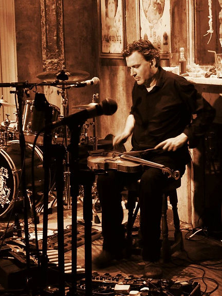 Nick Pynn upstairs at The Queen's Head