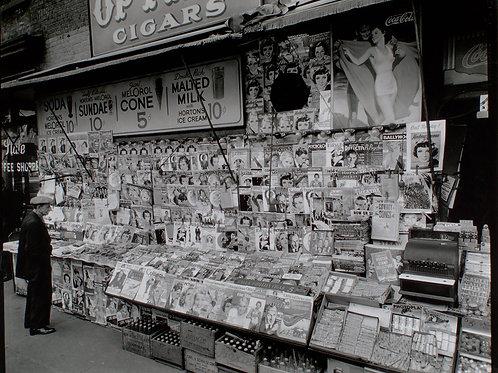 Newsstand, 32nd Street and Third Avenue, Manhattan (1935)