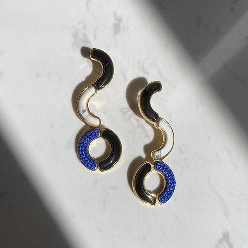 Brinco Dourado com pedras naturais e bordado azul