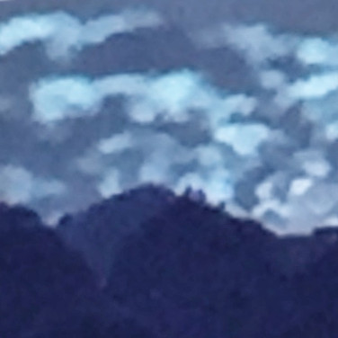 Early morning blue mountains view (Heads zoom)