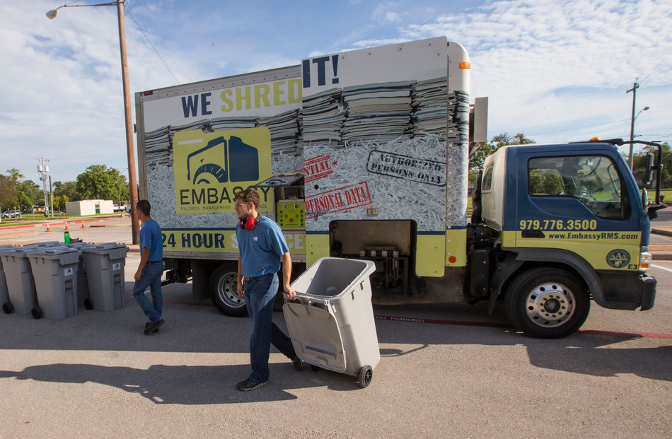 4 reasons to schedule a one-time shredding service - Embassy RMS