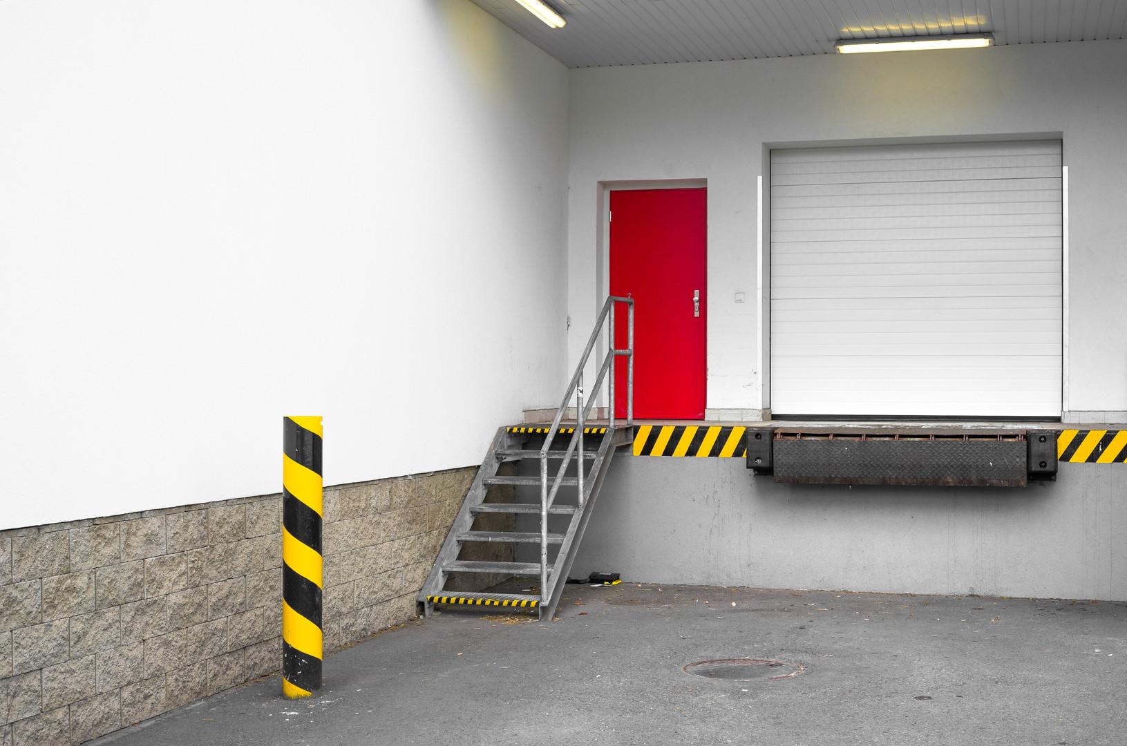 Loading dock for loading and unloading o