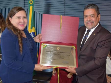 Lenir Rodrigues recebe prêmio concedido pela câmara dos deputados