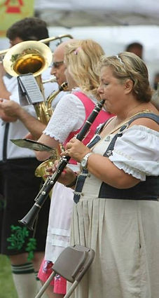 Band performers in Tracht.
