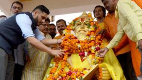 वाल्मीकि जयंती पर भगवान वाल्मीकि की प्रतिमा पर नमन करने पहुंचे विराजसगर दास