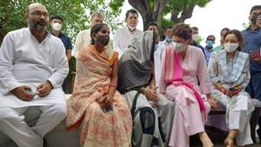 लखीमपुर के पसगंवा पहुंची महासचिव प्रियंका गांधी