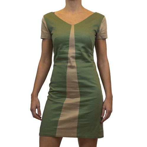 Vestido com recorte geométrico