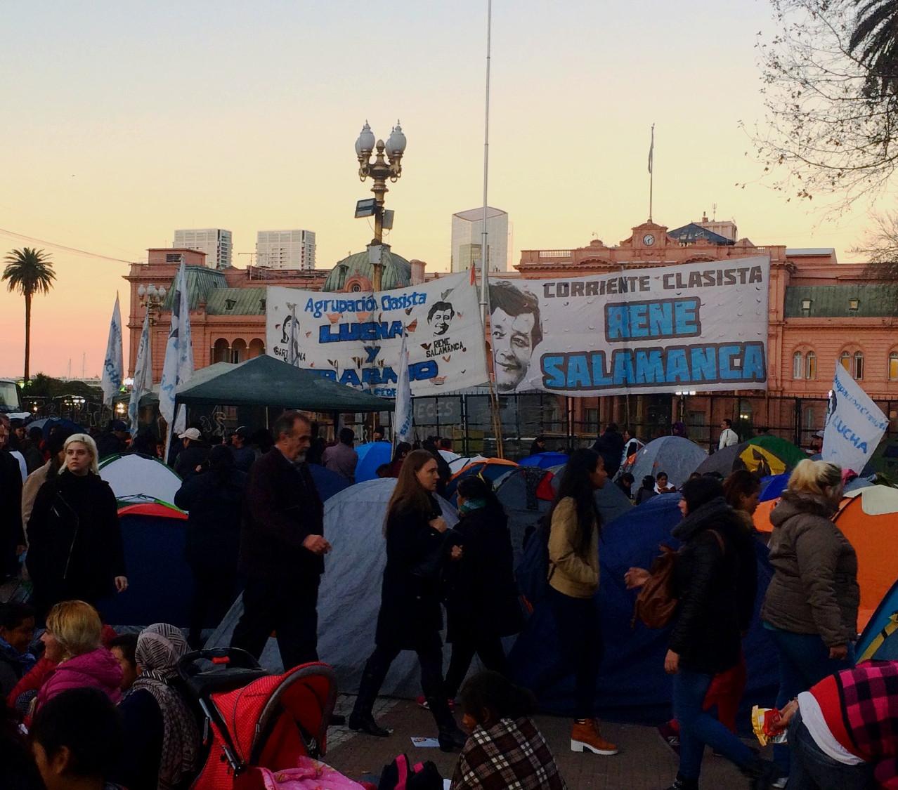 Manifestação em frente a Casa Rosada