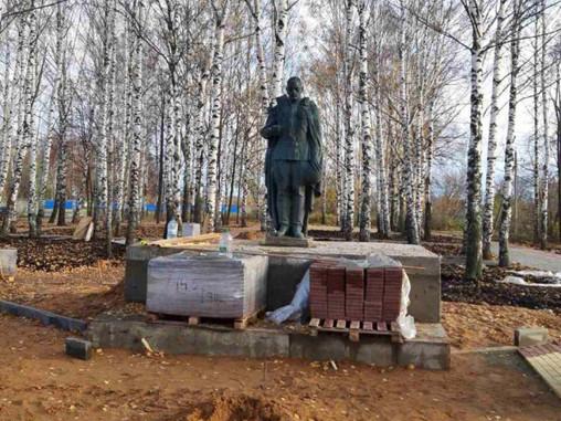 После обращения нижегородских активистов ОНФ в Сергаче вернули на постамент лежащий на земле памятни
