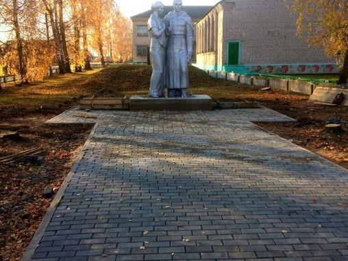 В Красногорском районе Брянщины в рамках инициативного бюджетирования ремонтируют памятники