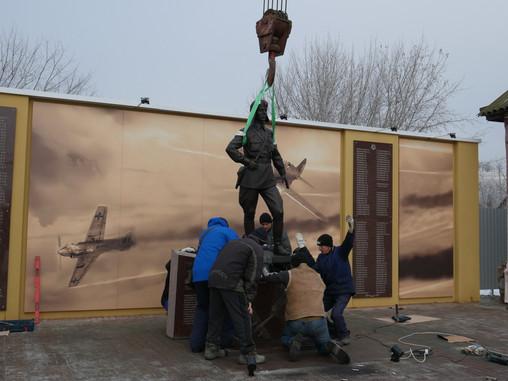В Тепловке установили памятник летчику-герою Талалихину