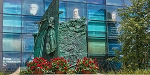 На ВДНХ установили монумент погибшим в Великой отечественной войне сотрудникам выставки